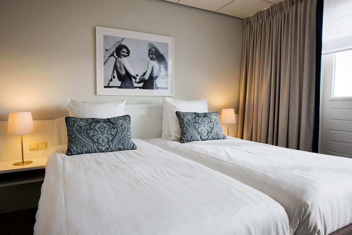 """Comfort-Doppelzimmer mit Balkon und Landblick im Hotel """"de Blanke Top"""" in Cadzand-Bad"""