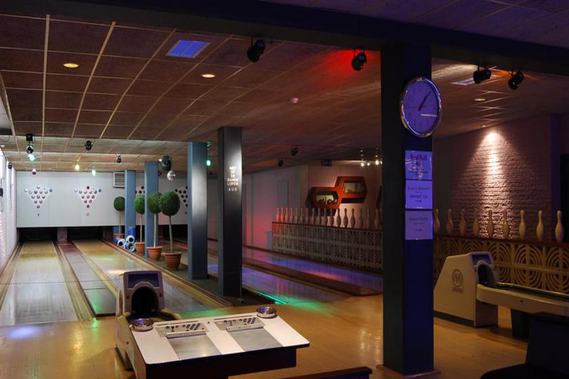 """Vier Bowlingbahnen im Hotel """"de Schelde"""" Cadzand-Bad"""