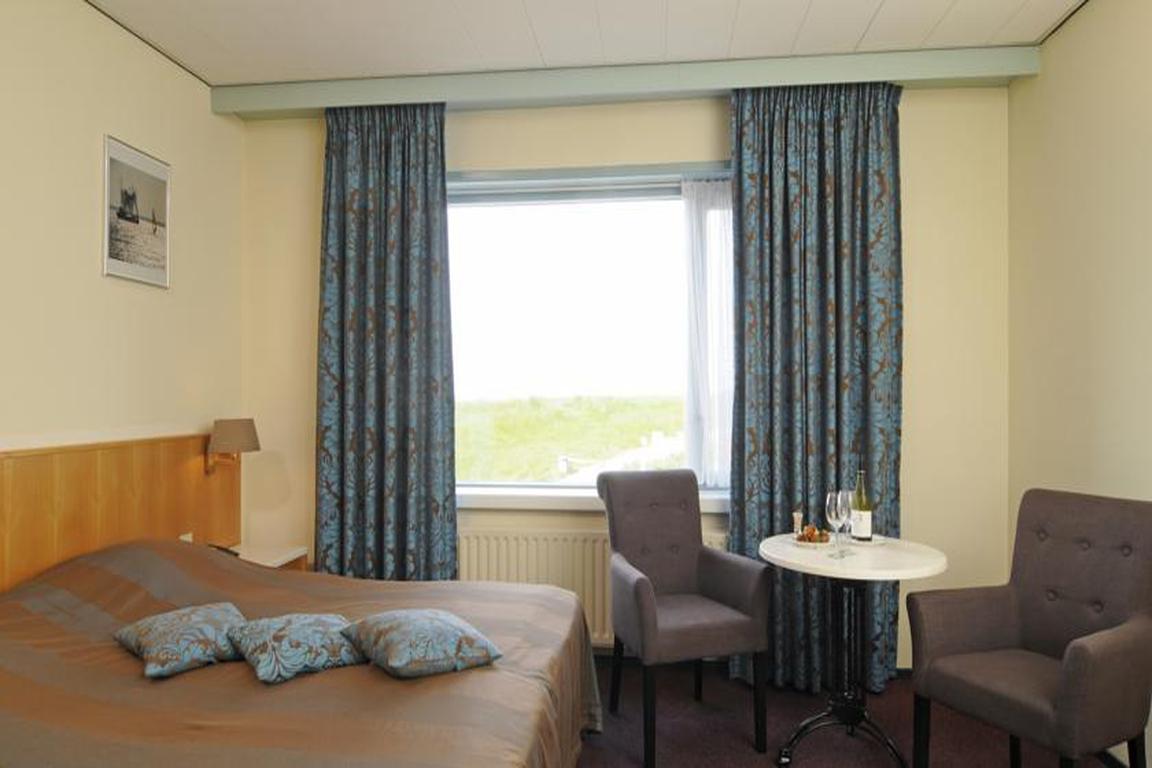 """Doppelzimmer mit Meerblick im Hotel """"de Schelde"""" Cadzand-Bad"""